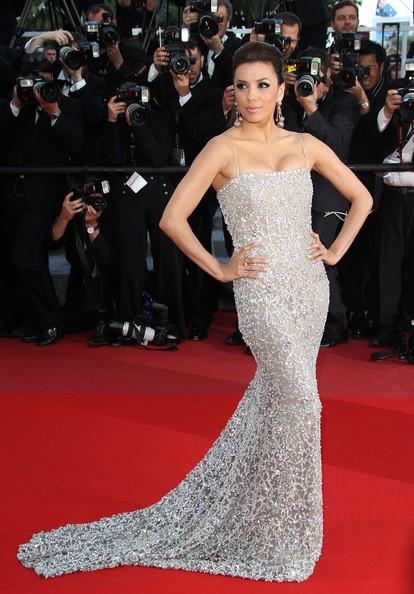 Eva Longoria incanta mentre sfila sul red carpet degli Oscar 2010