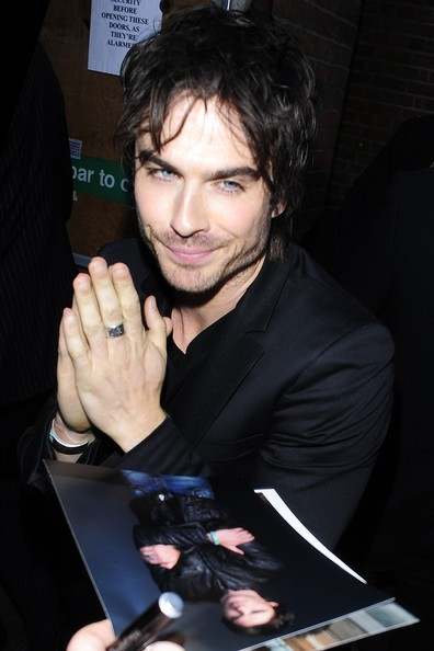 Ian Somerhalder posa per i fan di The Vampire Diaries