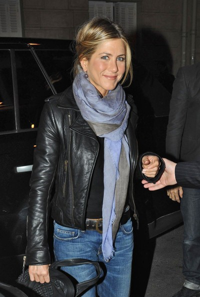 Jennifer Aniston sorride ai fotografi