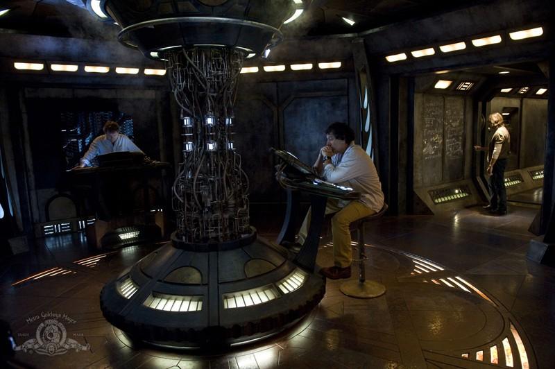 Patrick Gilmore, Peter Kelamis e Robert Carlyle sulla Destiny nell'episodio Incursion: Part 2 di Stargate Universe