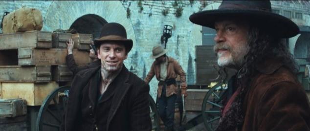 John Malkovich e Michael Fassbender in una scena di Jonah Hex