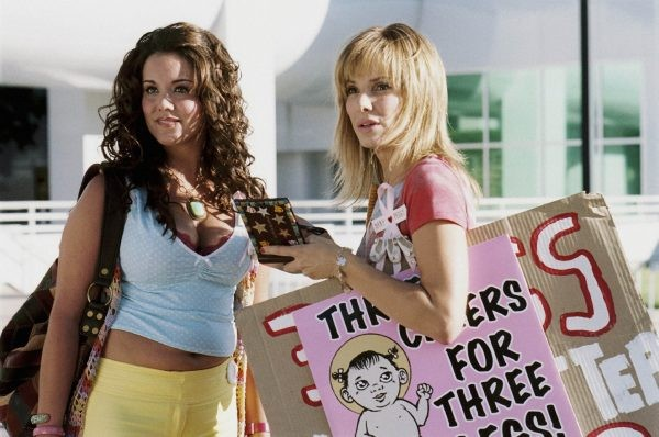 Katy Mixon e Sandra Bullock nel film All About Steve