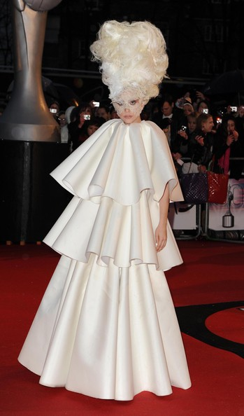 Lady GaGa sul red carpet dei Brit Awards