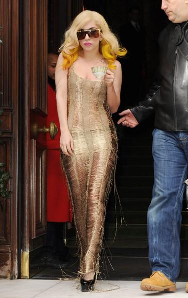 Lady GaGa vestita di oro