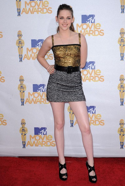MTV Movie Awards: Kristen Stewart con un minidress di Dolce e Gabbana