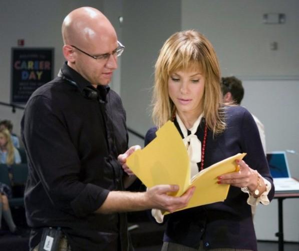 Sandra Bullock e il regista Phil Traill sul set del film All About Steve
