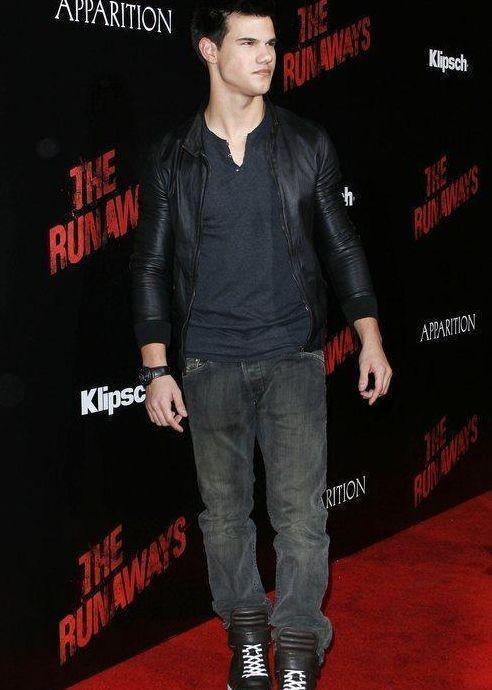Taylor Lautner alla premiere di The Runaways