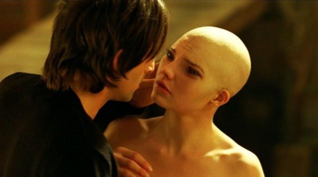 Adrien Brody e Delphine Chanéac in un'immagine del film Splice