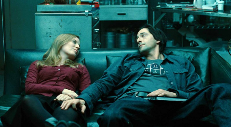 Adrien Brody e Sarah Polley in una sequenza del film Splice