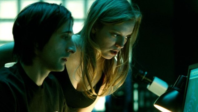 Adrien Brody e Sarah Polley in una sequenza di Splice