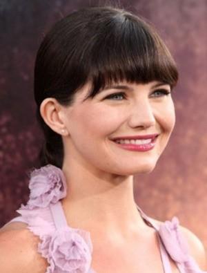 La sorridente Delphine Chanéac partecipa alla premiere di Los Angeles dello sci-fi Splice