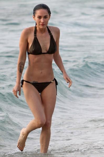 Megan Fox fa il bagno alle Hawaii
