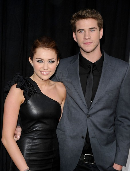 Miley Cyrus con Liam Hemsworth alla premiere di The Last Song