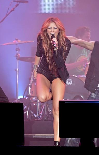 Miley Cyrus durante una performance musicale al Rock in Rio