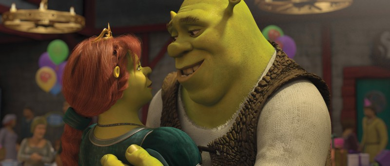 Shrek rassicura Fiona in una scena del film Shrek e vissero felici e contenti