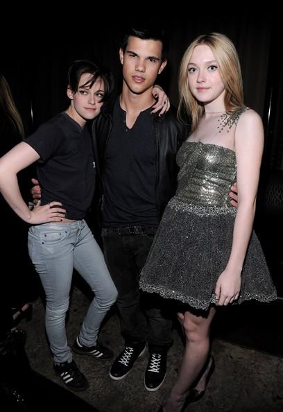 Taylor Lautner al party della premiere The Runaways con Kristen Stewart e Dakota Fanning