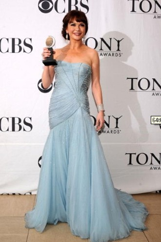 Catherine Zeta-Jones ai Tony Awards 2010 con un abito di Versace