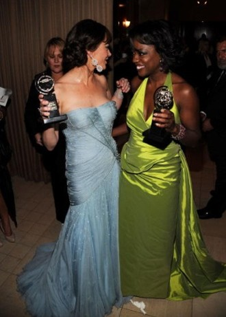 Catherine Zeta-Jones con Viola Davis ai Tony Awards 2010