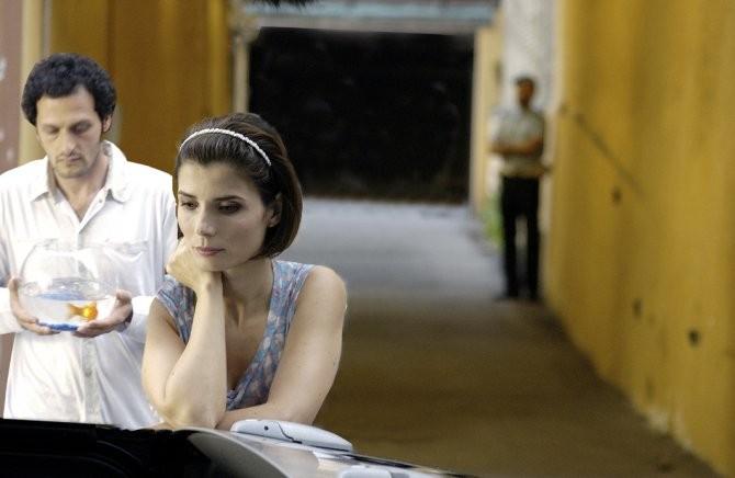 Fabio Troiano (Alberto) con Chiara Muti (Adelaide) e Zeus nel film Goodbye, Mr. Zeus!
