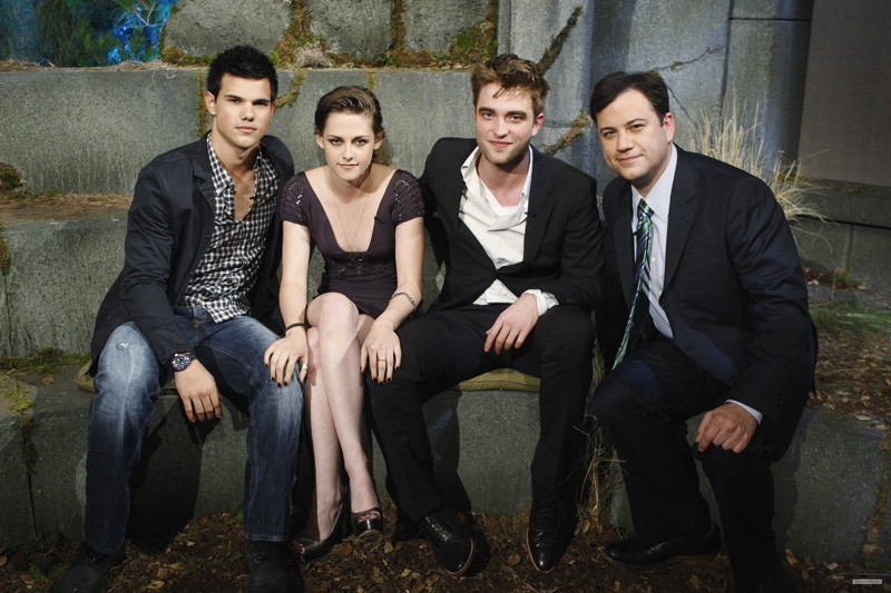 I nostri protagonisti e Jimmy Kammel in una foto promo per The Twilight Saga: Eclipse al Jimmy Kammel Live!