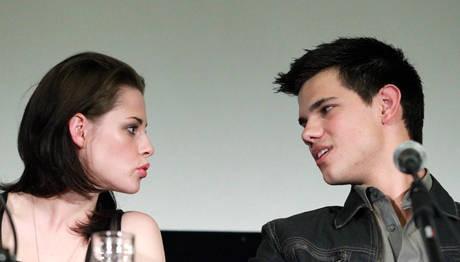 Kristen Stewart e Taylor Lautner durante la presentazione romana di The Twilight Saga: Eclipse