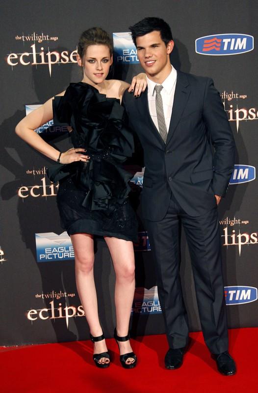 Kristen Stewart e Taylor Lautner sul red carpet per promuovere il film The Twilight Saga: Eclipse, il 17 giugno 2010