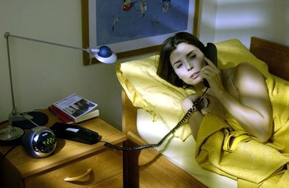 Un'assonnata Chiara Muti (Adelaide) in una scena di Goodbye Mr.Zeus!