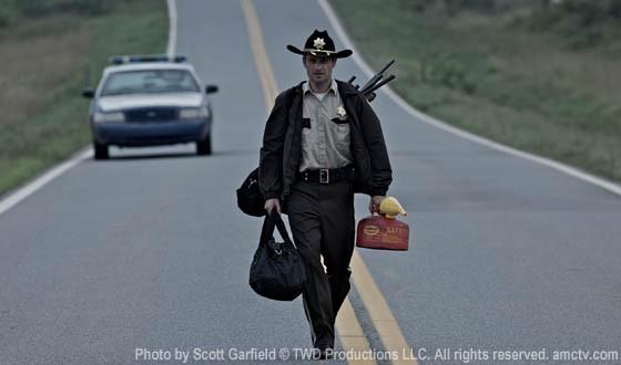 Una delle prime immagini dal primo episodio della serie The Walking Dead