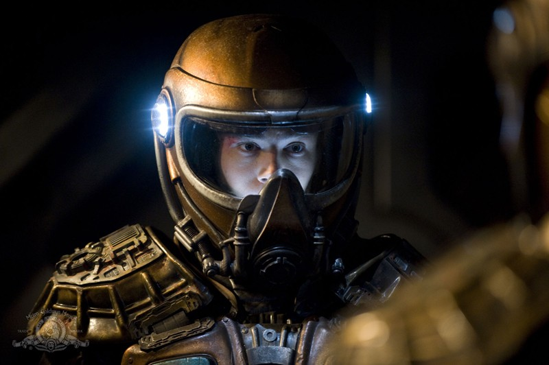 Brian J. Smith nell'episodio Incursion: Part 2 di Stargate Universe