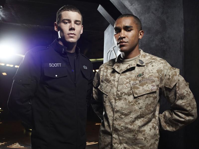 I Sergenti Scott (Brian J. Smith) e Greer (Jamil Walker Smith) in una foto per la prima stagione di Stargate Universe