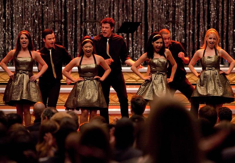 Il Glee Club durante l'esibizione nell'episodio Journey di Glee
