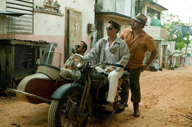Johnny Depp e Giovanni Ribisi in una scena di the Rum Diary