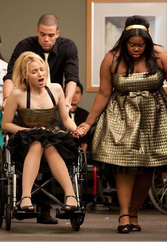 Puck (Mark Salling), Quinn (Dianna Agron) e Mercedes (Amber Riley) in una scena dell'episodio Journey di Glee