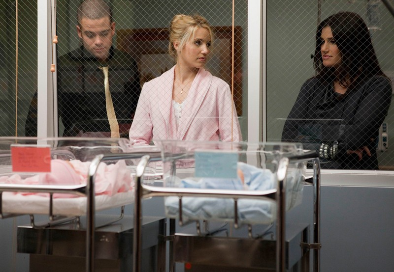 Puck (Mark Salling), Quinn (Dianna Agron) e Shelby Corcoran (Idina Menzel) all'ospedale nell'episodio Journey di Glee