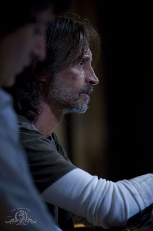 Robert Carlyle nell'episodio Incursion: Part 2 di Stargate Universe