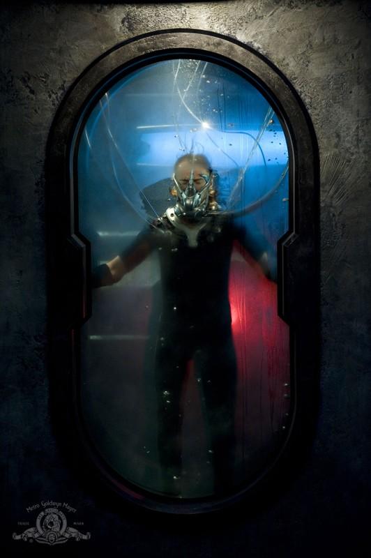 Rush (Robert Carlyle) nell'episodio Space di Stargate Universe
