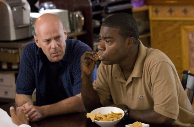 Bruce Willis e Tracy Morgan in una scena di Cop Out
