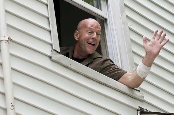 Bruce Willis in una scena di Cop Out