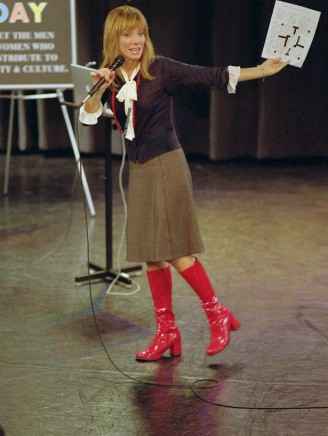 Mary Horowitz (Sandra Bullock) con gli immancabili stivali rossi nel film A proposito di Steve