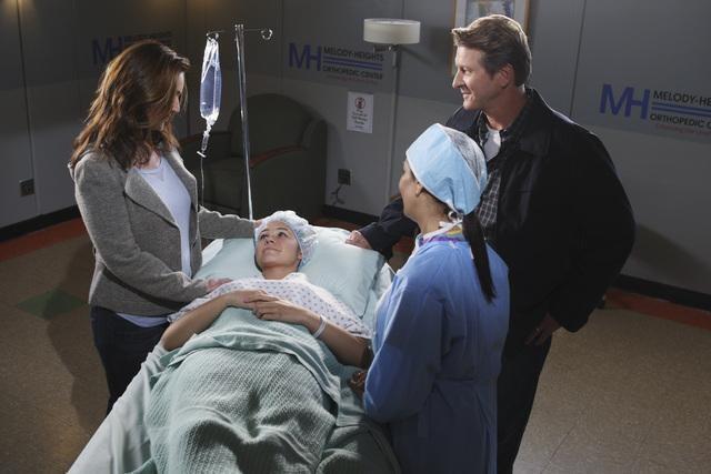 Peri Gilpin, Ayla Kell e Brett Cullen nell'episodio Hope and Faith di Make it or Break it
