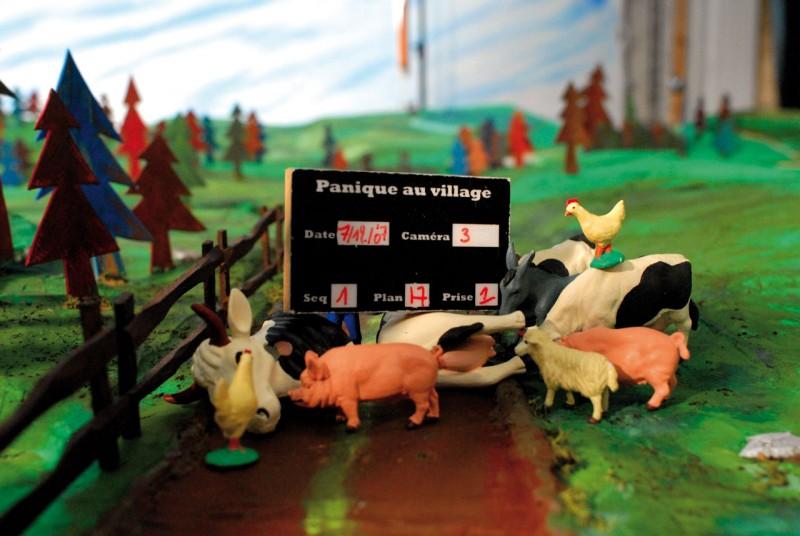 Un ciak in miniatura per il set del film A Town Called Panic