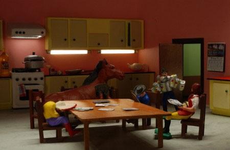 Una scena del film A Town Called Panic (2009) con i suoi protagonisti