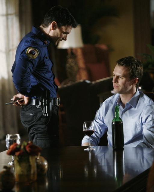 Frank Grillo e Luke Mably nell'episodio What Lies Beneath di The Gates