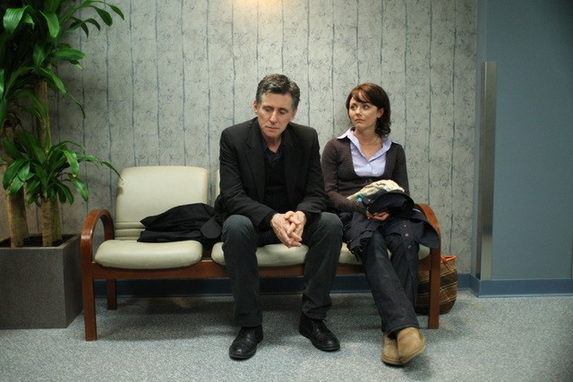 Gabriel Byrne e Lauren Hodges in una scena della serie TV In Treatment