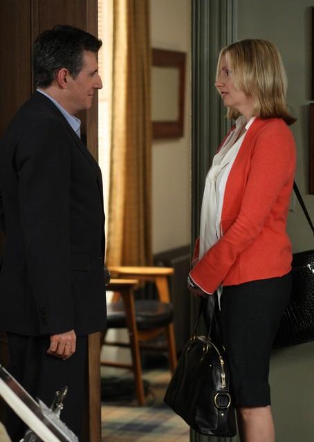 Gabriel Byrne ed Hope Davis in una scena della serie TV In Treatment