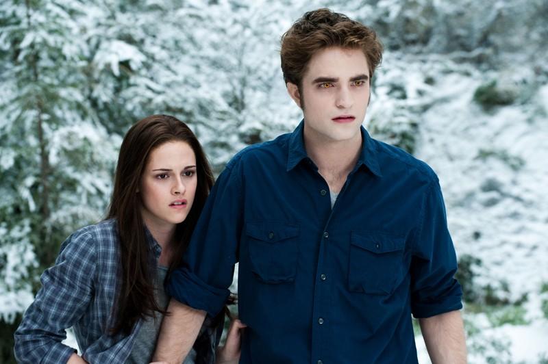 I nostri protagonisti (K. Stewart e R. Pattinson) in una tesa scena del film The Twilight Saga: Eclipse