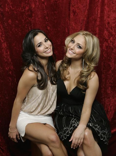 Josie Loren e Cassie Scerbo in una immagine promozionale della stagione 2 di Make it or Break it