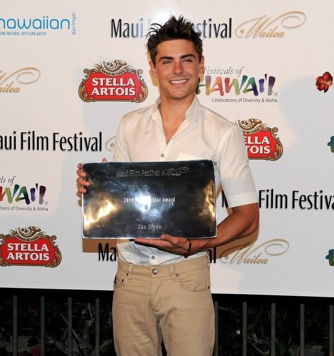 Maui Film Festival 2010: Zac Efron con il premio ricevuto