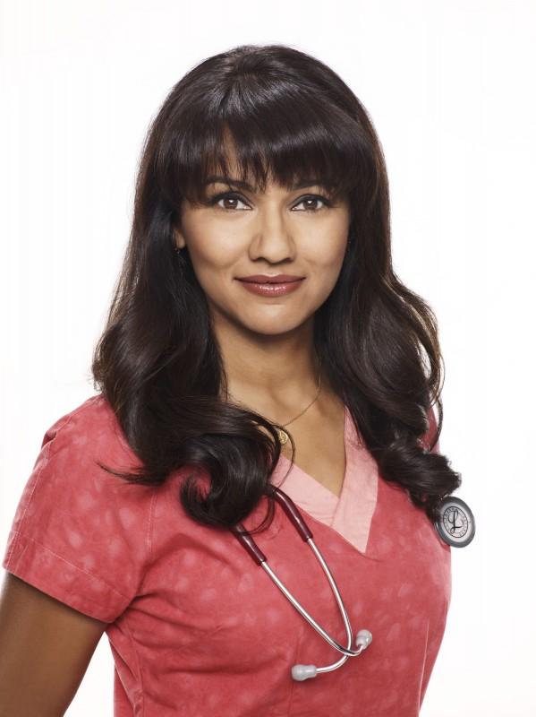 Suleka Mathew in una immagine promozionale della stagione 2 di Hawthorne