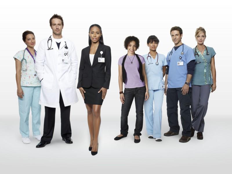 Un'immagine promozionale del cast della stagione 2 di Hawthorne
